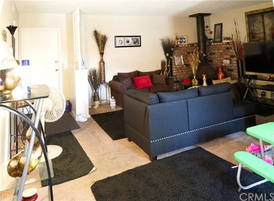 Bellflower Condo/Townhouse For Sale: 17439 Virginia Avenue #T