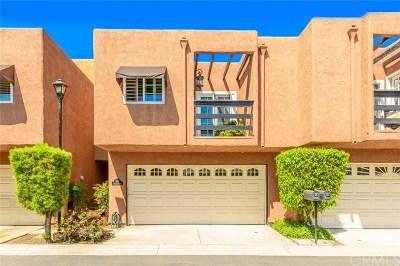 Huntington Beach Condo/Townhouse For Sale: 608 Terrace Circle