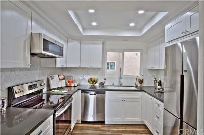 Laguna Woods Condo/Townhouse For Sale: 2381 Via Mariposa W #2D