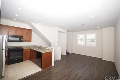 Van Nuys Condo/Townhouse For Sale: 14120 W Oak Lane