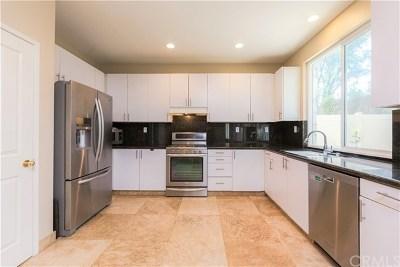 Oak Creek Single Family Home For Sale: 102 Millbrook