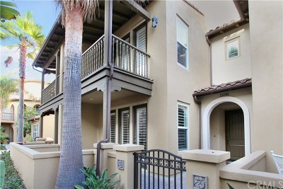 Huntington Beach Condo/Townhouse For Sale: 21265 Baeza Circle