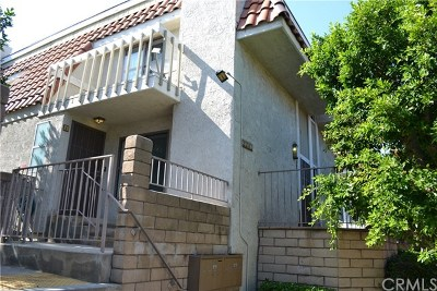 Santa Ana Condo/Townhouse For Sale: 2202 N Broadway #A
