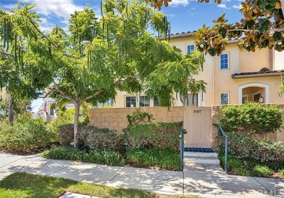 Huntington Beach Condo/Townhouse Active Under Contract: 19097 Holly Lane