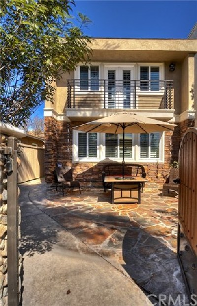 Huntington Beach CA Single Family Home For Sale: $1,179,000