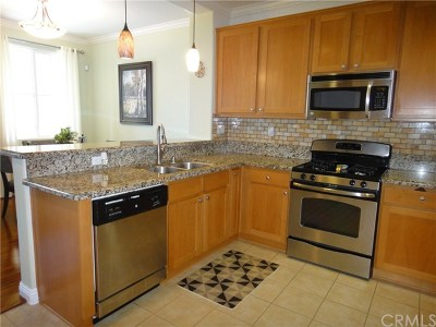 Rancho Cucamonga Condo/Townhouse For Sale: 8737 Olive Tree