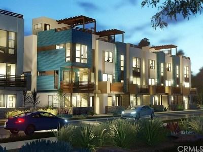 Costa Mesa Condo/Townhouse For Sale: 667 17th Street