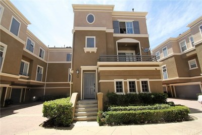 Santa Ana Condo/Townhouse For Sale: 3403 S Main Street #O
