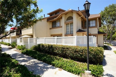 Fullerton Condo/Townhouse For Sale: 3110 Cochise Way #95
