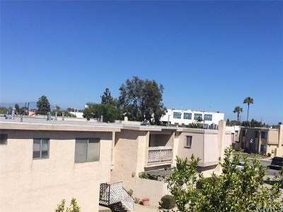Huntington Beach CA Condo/Townhouse For Sale: $194,900