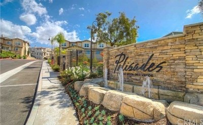 Yorba Linda Condo/Townhouse For Sale: 18646 Clubhouse