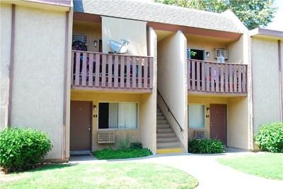 Santa Ana Condo/Townhouse For Sale: 801 S Lyon Street #J5