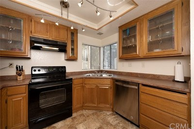Diamond Bar Condo/Townhouse For Sale: 22790 Lakeway Drive #459