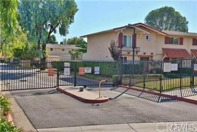 Tustin Condo/Townhouse For Sale: 17278 Nisson Road #B