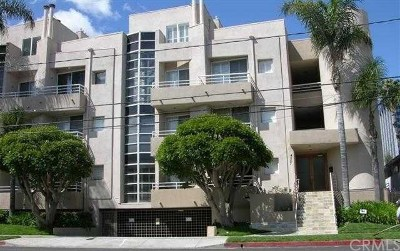 Encino Condo/Townhouse For Sale: 4557 Haskell Avenue #104