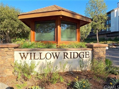 Signal Hill Condo/Townhouse For Sale: 2506 E Willow Street #104