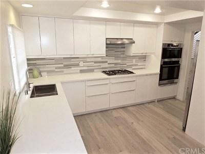 Long Beach Single Family Home For Sale: 111 Geneva