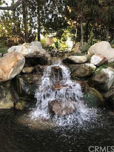 Santa Ana Condo/Townhouse For Sale: 2514 W Macarthur Boulevard #K
