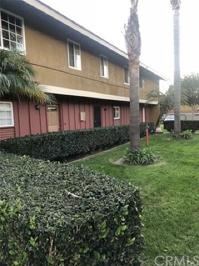 Santa Ana Condo/Townhouse For Sale: 624 S Sullivan Street #8A