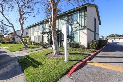 Santa Ana Condo/Townhouse For Sale: 221 Carriage Drive #C