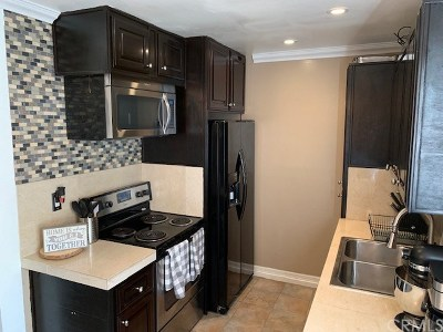 Santa Ana Condo/Townhouse For Sale: 1000 W Macarthur Boulevard #28