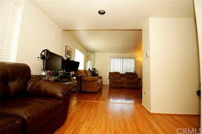 Bellflower Condo/Townhouse For Sale: 17034 Downey Avenue #E