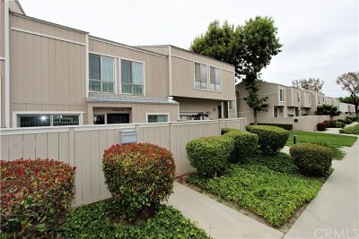 Santa Ana Condo/Townhouse For Sale: 2965 S Fairview Street #B