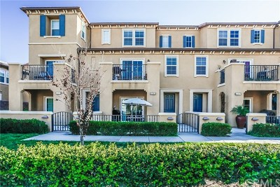 Santa Fe Springs Condo/Townhouse For Sale: 12263 Lilac Court #75