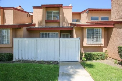 Santa Ana Condo/Townhouse For Sale: 3940 W Hazard Avenue #C