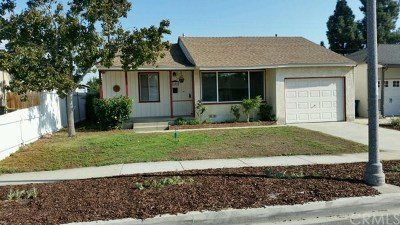 Lakewood Single Family Home For Sale: 5640 Pepperwood Avenue