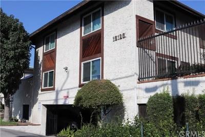 Bellflower Condo/Townhouse For Sale: 16136 Cornuta Avenue #112