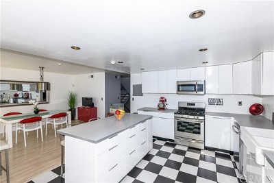 Los Angeles County Condo/Townhouse For Sale: 206 S Catalina Avenue #D