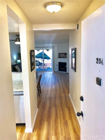 Long Beach Condo/Townhouse For Sale: 2500 E 4th Street #204