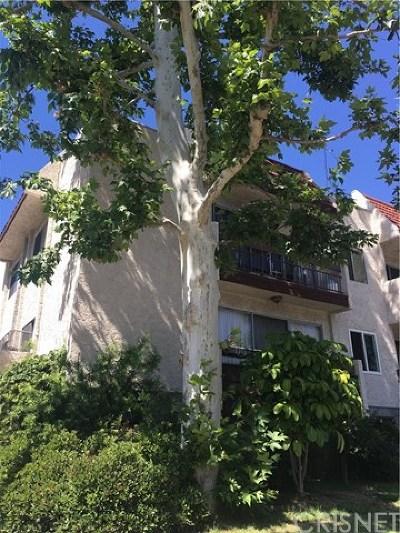 Studio City Condo/Townhouse Active Under Contract: 12157 Moorpark Street #201
