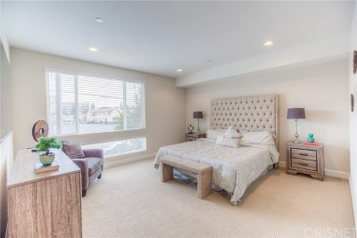 Toluca Lake Condo/Townhouse For Sale: 10878 Bloomfield Street #211