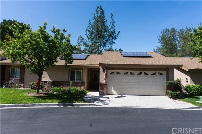 Newhall Condo/Townhouse For Sale: 19361 Anzel Circle