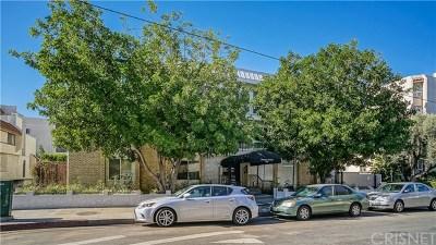 Encino Condo/Townhouse For Sale: 5315 Zelzah Avenue #14