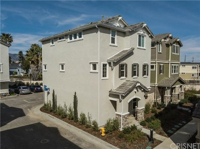 Chatsworth Condo/Townhouse For Sale: 22032 Woll Drive