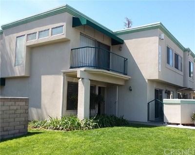Northridge Condo/Townhouse For Sale: 18504 Mayall Street #E
