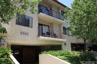 Chatsworth Condo/Townhouse For Sale: 9960 Owensmouth Avenue #32