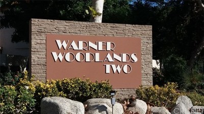 Woodland Hills Condo/Townhouse For Sale: 5720 Owensmouth Avenue #136