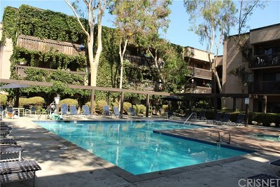 Woodland Hills Condo/Townhouse For Sale: 22100 Burbank Boulevard #328C