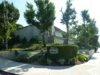 Granada Hills Condo/Townhouse For Sale: 15790 Midwood Drive #2