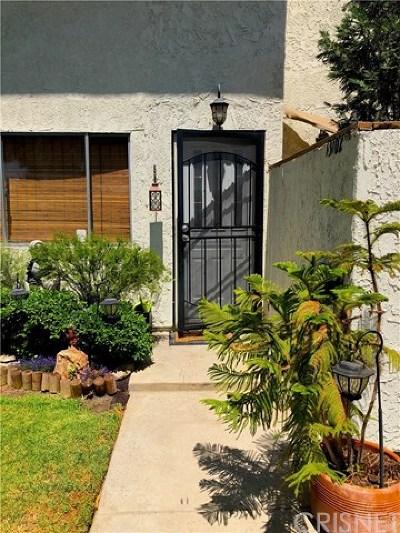Sylmar Condo/Townhouse For Sale: 13102 Dronfield Avenue #10