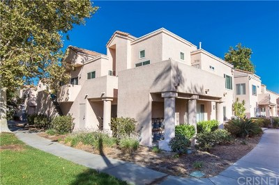 Newhall Condo/Townhouse For Sale: 24412 Valle Del Oro #204