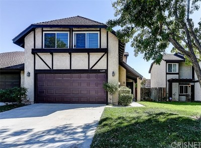 Canyon Country Condo/Townhouse Active Under Contract: 16834 Shinedale Drive