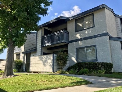 Saugus Condo/Townhouse For Sale: 27610 Susan Beth Way #I