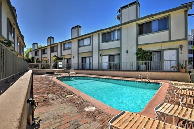 Woodland Hills Condo/Townhouse For Sale: 22865 Del Valle Street #9