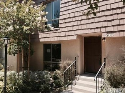 Agoura Hills Condo/Townhouse For Sale: 27405 Country Glen Road
