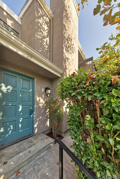 West Hills Condo/Townhouse For Sale: 23545 Victory Boulevard #25